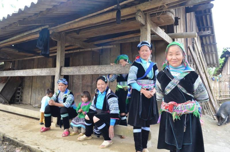 HMOOB CATHOLIC NYOB COB TSIB TEB (Hmong Catholic Vietnam) - Page 6 Sapa1110