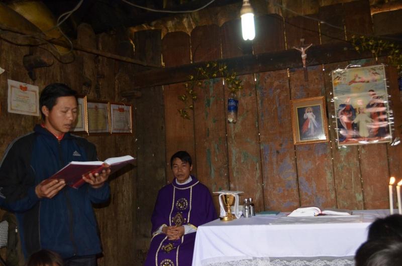 HMOOB CATHOLIC NYOB COB TSIB TEB (Hmong Catholic Vietnam) - Page 6 Sapa310