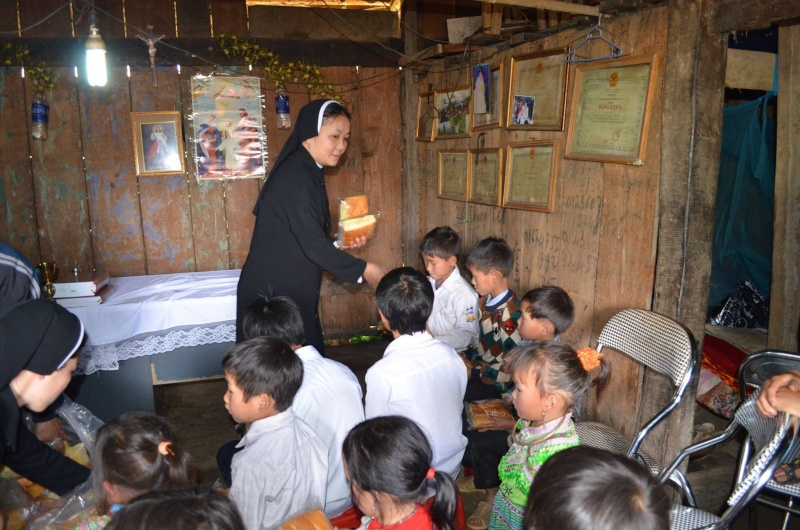 HMOOB CATHOLIC NYOB COB TSIB TEB (Hmong Catholic Vietnam) - Page 6 Sapa610