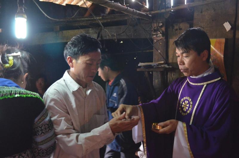 HMOOB CATHOLIC NYOB COB TSIB TEB (Hmong Catholic Vietnam) - Page 6 Sapa_410