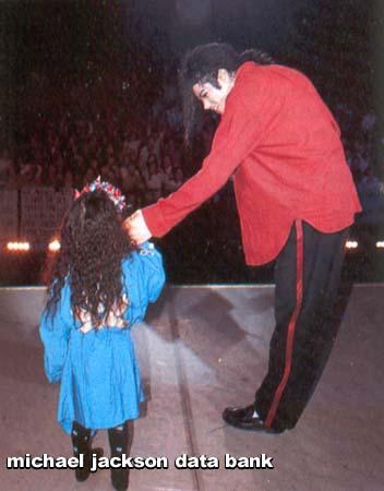 Foto di Michael e i bambini - Pagina 11 Bimbi10