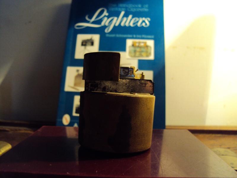 Drôle d'objet [résolu: Briquet de table à gaz,incomplet] Dsc00027