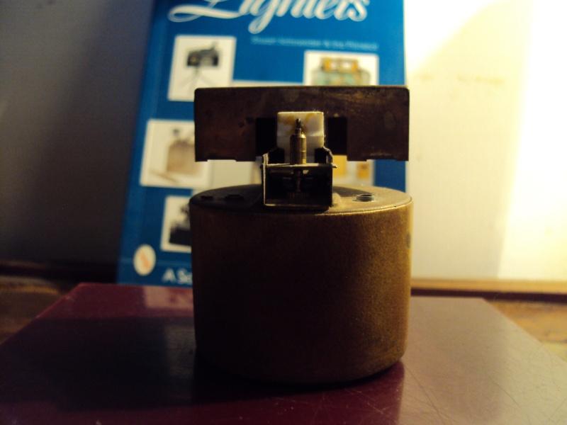 Drôle d'objet [résolu: Briquet de table à gaz,incomplet] Dsc00028