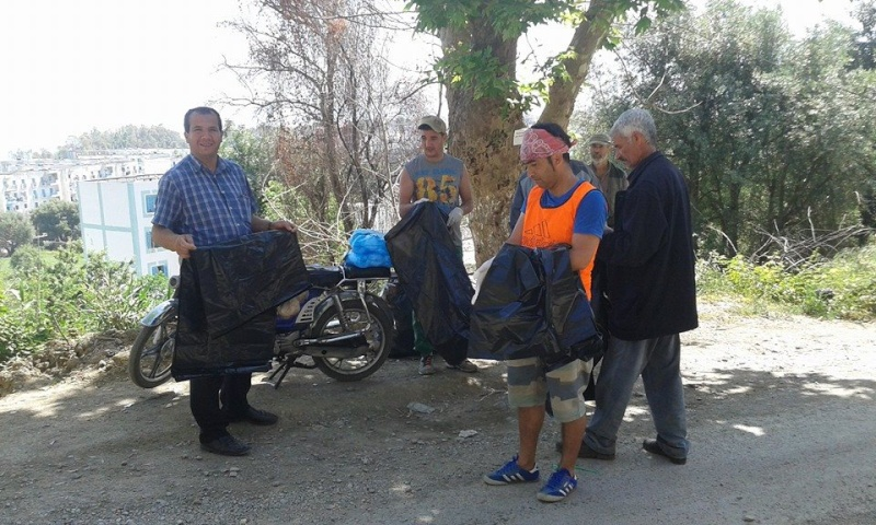 volontariat de nettoyage de la route du Cap à Aokas le 02 mai 2015 228