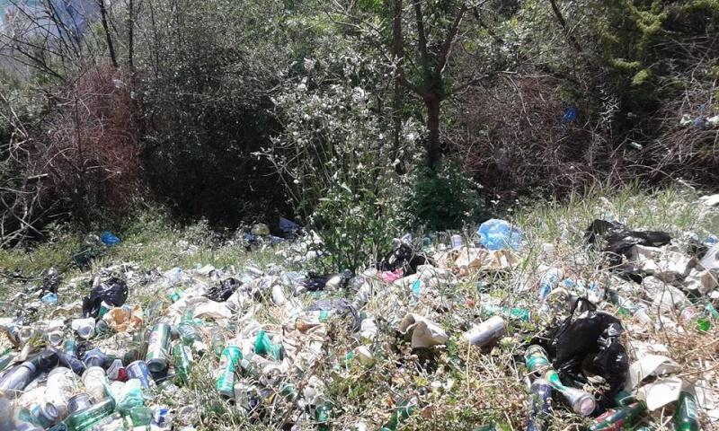volontariat de nettoyage de la route du Cap à Aokas le 02 mai 2015 232