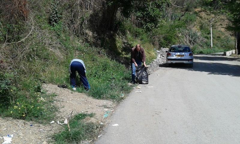 volontariat de nettoyage de la route du Cap à Aokas le 02 mai 2015 237