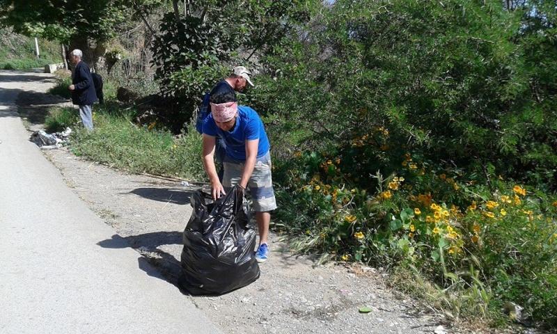 volontariat de nettoyage de la route du Cap à Aokas le 02 mai 2015 238