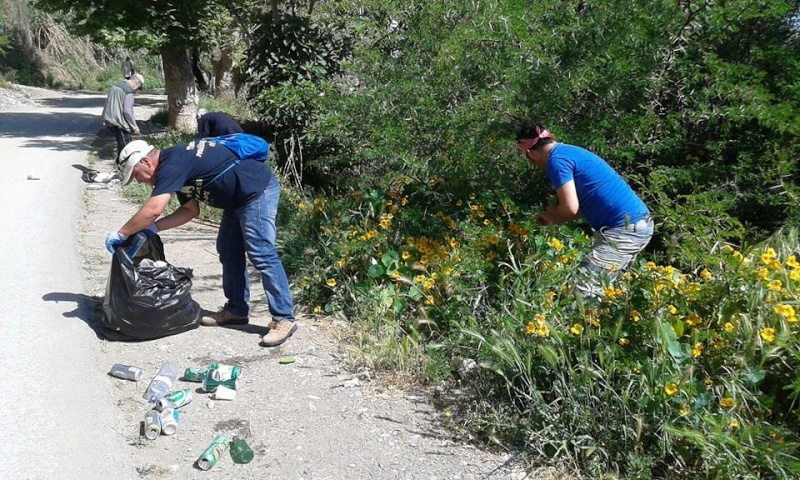 volontariat de nettoyage de la route du Cap à Aokas le 02 mai 2015 239
