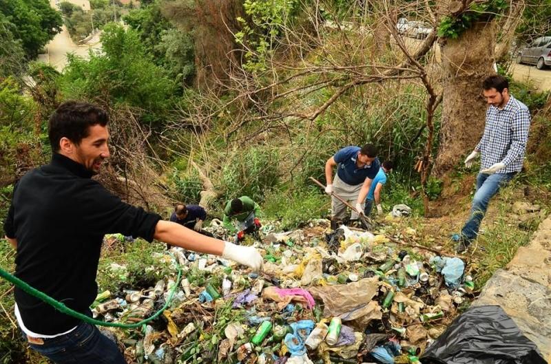 volontariat de nettoyage de la route du Cap à Aokas le 02 mai 2015 272