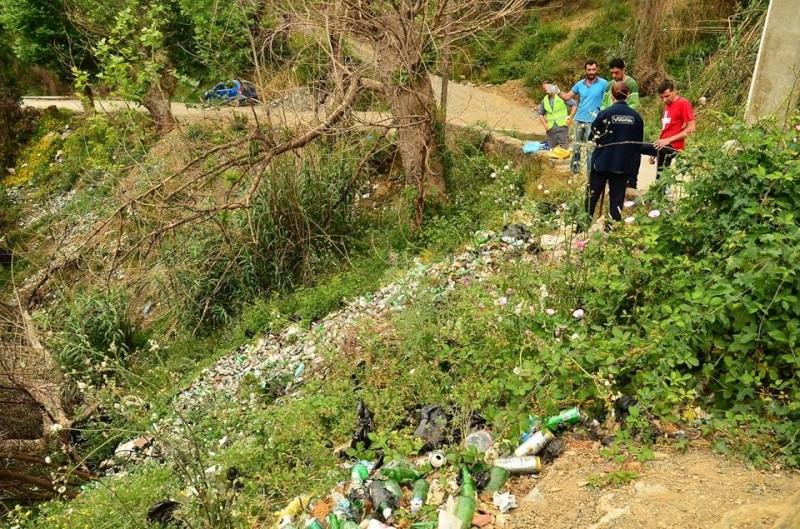 volontariat de nettoyage de la route du Cap à Aokas le 02 mai 2015 273