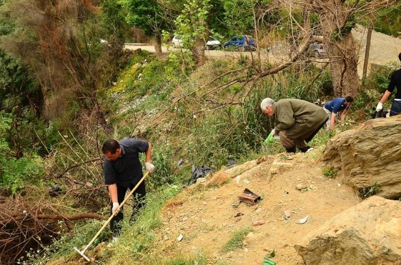 volontariat de nettoyage de la route du Cap à Aokas le 02 mai 2015 276