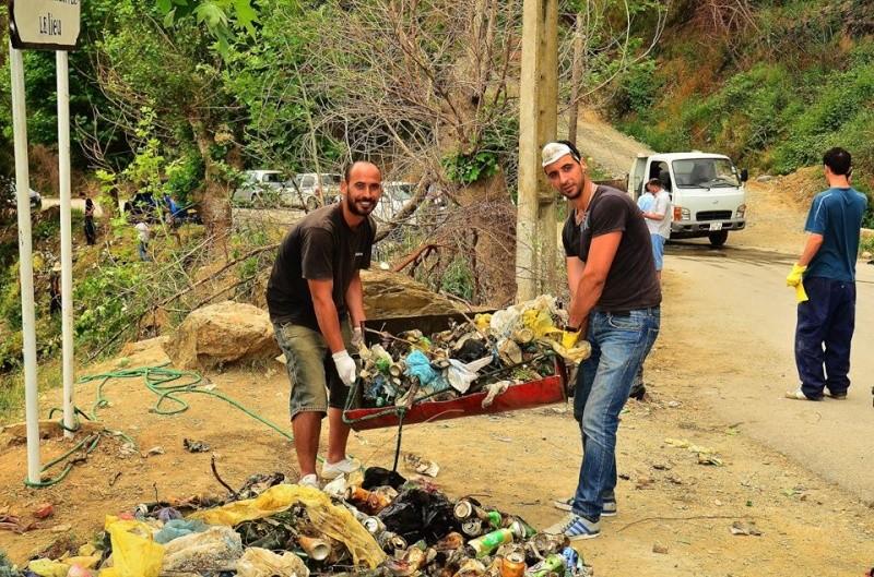 volontariat de nettoyage de la route du Cap à Aokas le 15 mai 2015 - Page 3 562