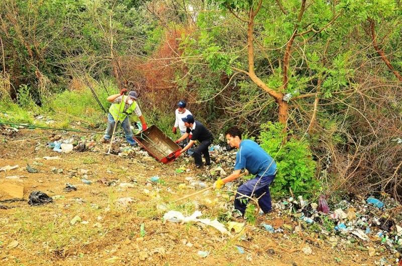 volontariat de nettoyage de la route du Cap à Aokas le 15 mai 2015 - Page 3 563