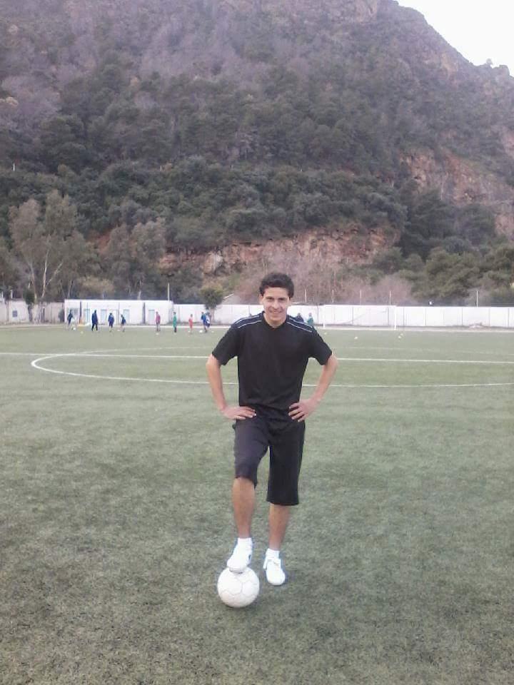 Mohamed Chikhi, actuel joueur du CRBAokas, un nom à retenir! Mohame11