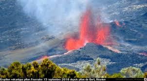 Le piton de la fournaise à La Réunion Erupti10