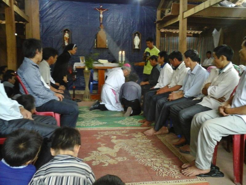 Người Công Giáo H, Mông ở Điên Biên Hmoob Kav Tos liv (Catholic) nyob xeev Dien Bien cob tsib teb Hnub_t10