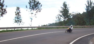 Cornering team in Action 100b3213