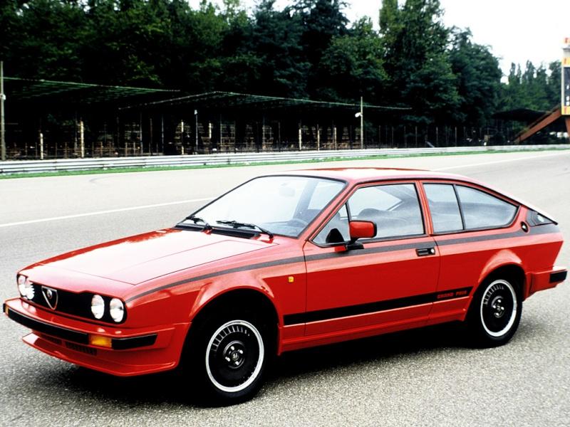 les voitures de nos reves - Page 4 Alfa-r12