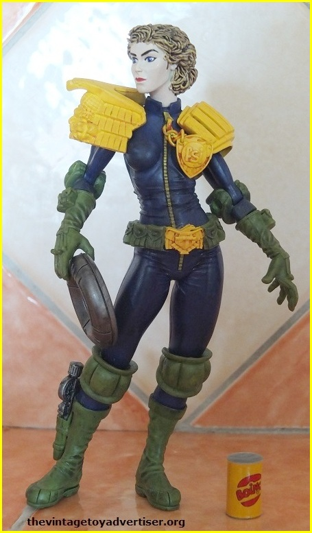 Does anyone else collect judge dredd comic or figures? 03_tvt10