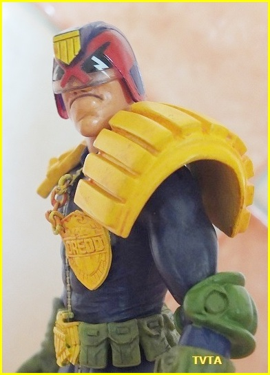 Does anyone else collect judge dredd comic or figures? 06_tvt10