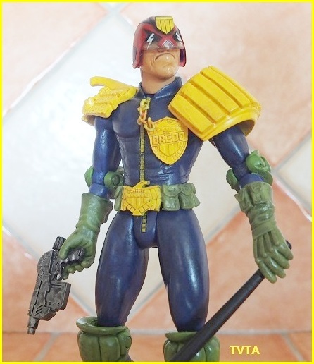 Does anyone else collect judge dredd comic or figures? 07_tvt10