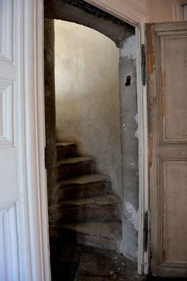 Le logement de Fersen au château de Versailles - Page 9 Escali10