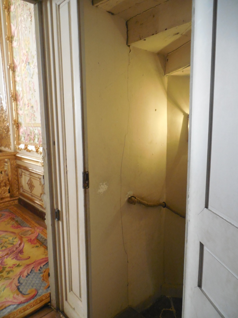 Le logement de Fersen à Versailles - Page 10 Escali11