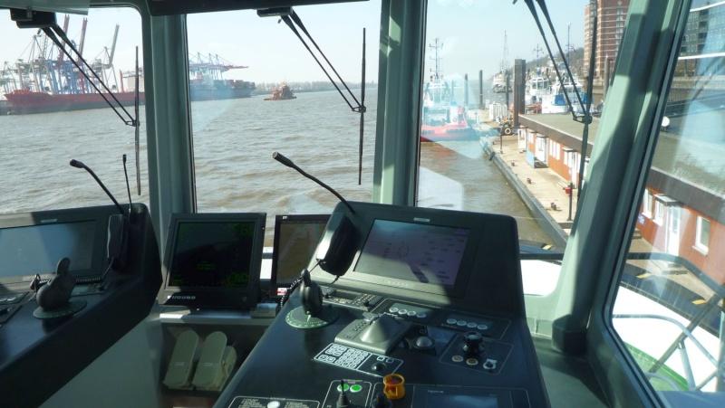 Einsatzfahrt mit einem Schlepper im Hamburger Hafen 02611