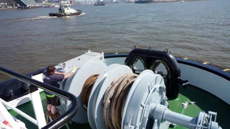Einsatzfahrt mit einem Schlepper im Hamburger Hafen 03110