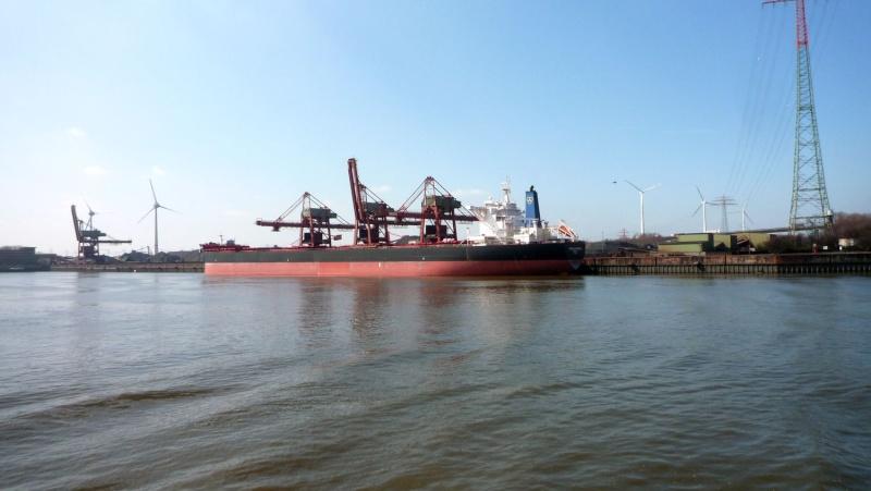 Einsatzfahrt mit einem Schlepper im Hamburger Hafen 04210