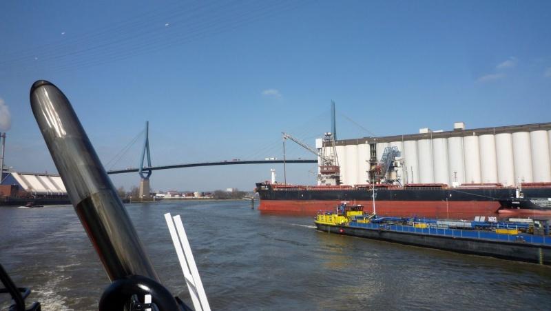 Einsatzfahrt mit einem Schlepper im Hamburger Hafen 04310