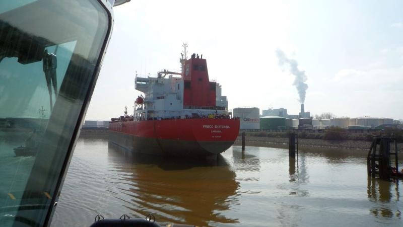 Einsatzfahrt mit einem Schlepper im Hamburger Hafen 04510