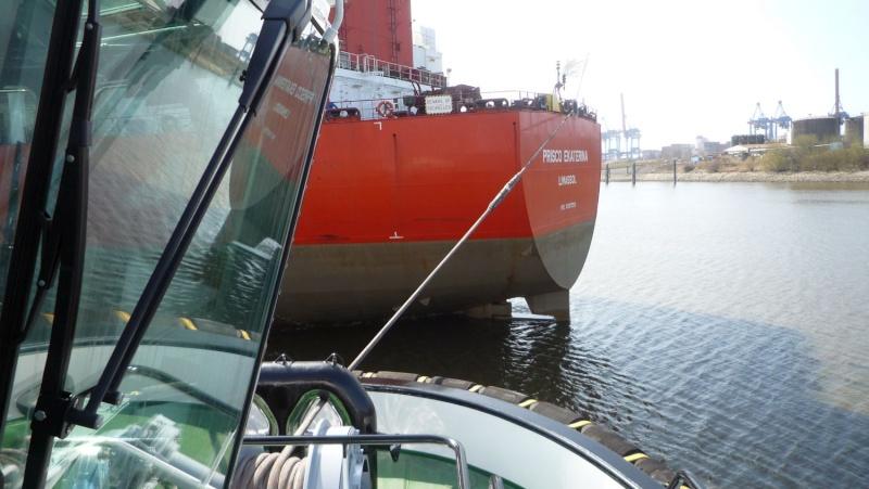 Einsatzfahrt mit einem Schlepper im Hamburger Hafen 05910