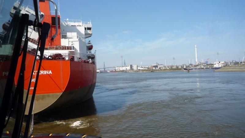 Einsatzfahrt mit einem Schlepper im Hamburger Hafen 06111