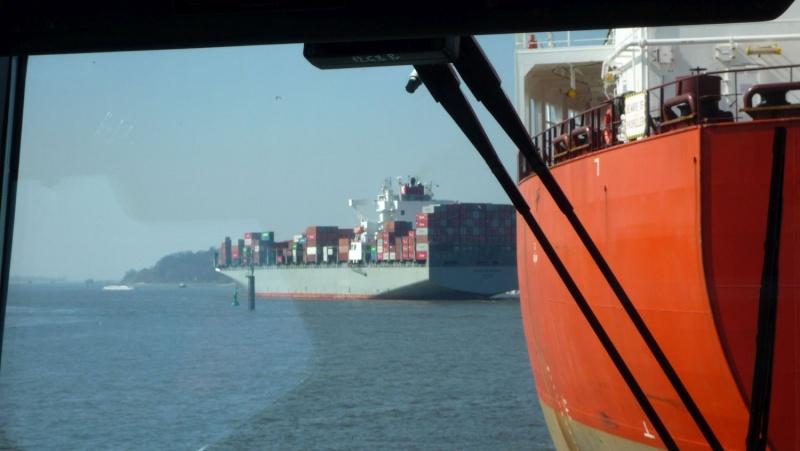 Einsatzfahrt mit einem Schlepper im Hamburger Hafen 06910