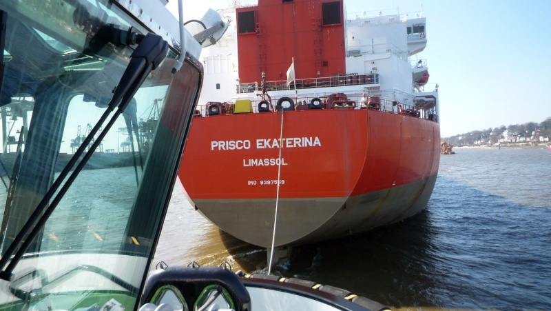 Einsatzfahrt mit einem Schlepper im Hamburger Hafen 07110