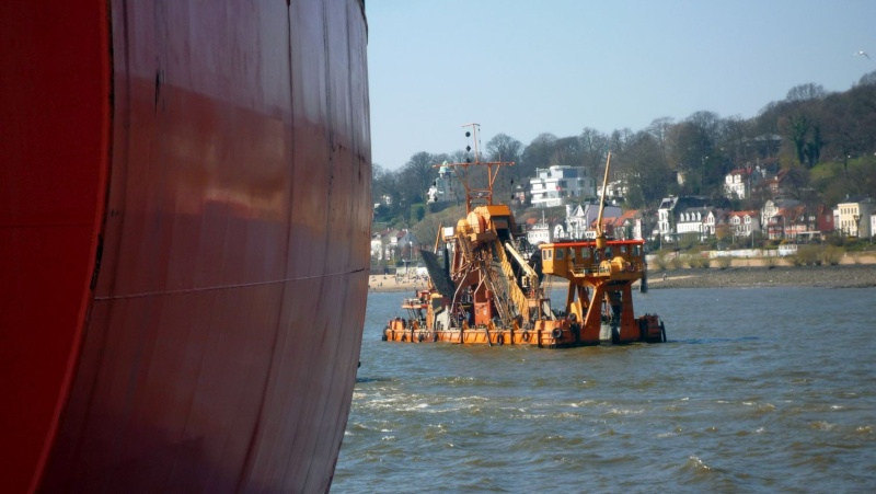 Einsatzfahrt mit einem Schlepper im Hamburger Hafen 07310