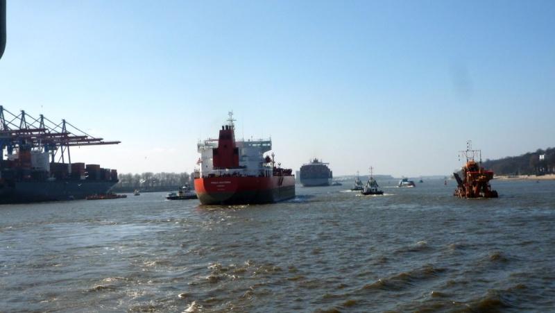 Einsatzfahrt mit einem Schlepper im Hamburger Hafen 07410