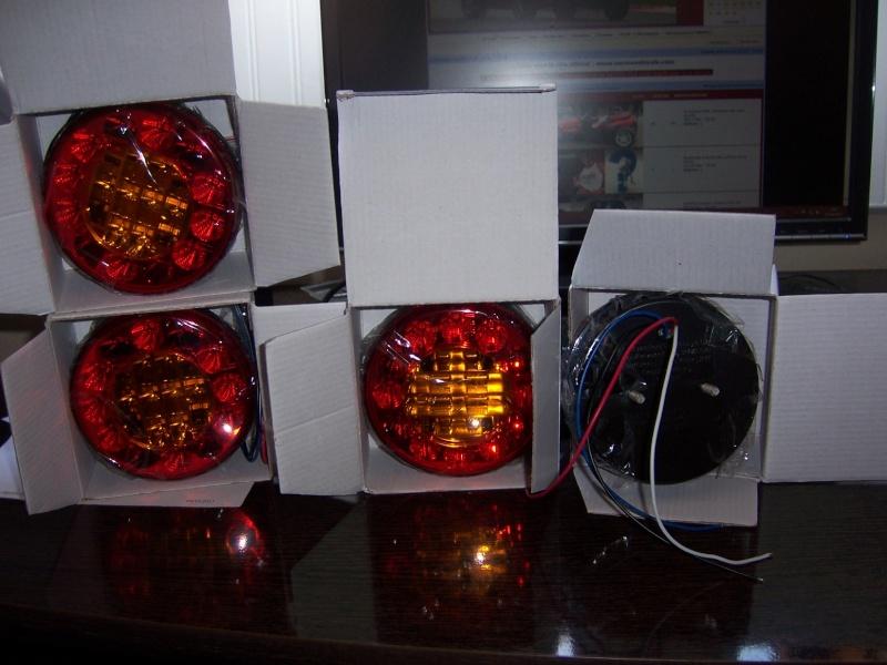 feux led - montage feux arriéres LEED 3 fonctions 100_6116
