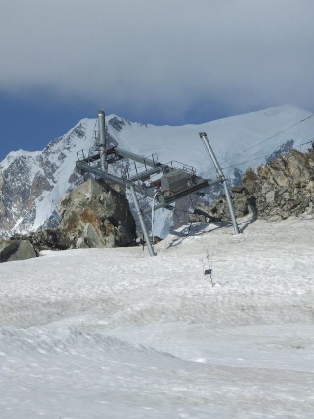 Ancien ski d'été sur le Glacier du Géant Dscf0510