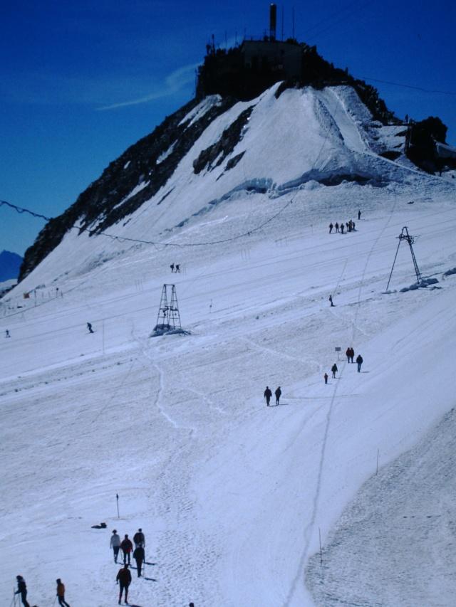 Ancien ski d'été sur le Glacier du Géant Pict0014