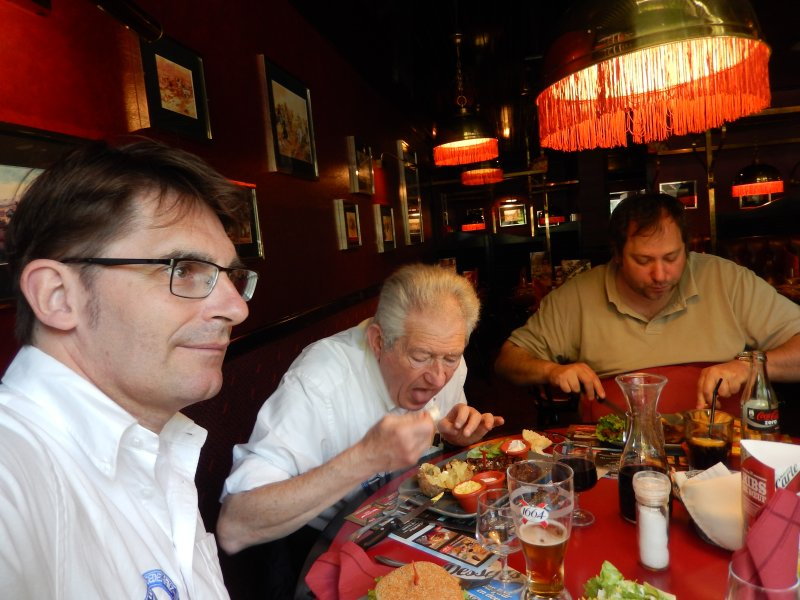 Rencontre au Mercedes-Benz Center de Rueil-Malmaison, le samedi 9 mai 2015 Img_1127