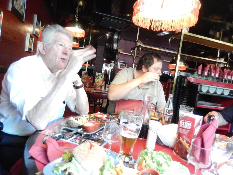 Rencontre au Mercedes-Benz Center de Rueil-Malmaison, le samedi 9 mai 2015 Img_1128