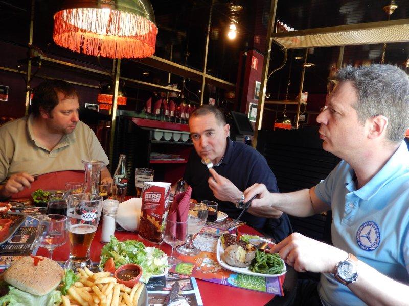 Rencontre au Mercedes-Benz Center de Rueil-Malmaison, le samedi 9 mai 2015 Img_1129