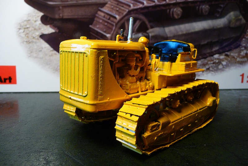 CATERPILLAR D 7  VERSION AGRICOLE  - MINIART 1/35éme réf= 35174 P1050914