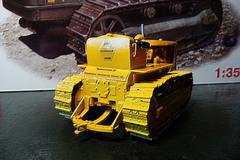 CATERPILLAR D 7  VERSION AGRICOLE  - MINIART 1/35éme réf= 35174 P1050915