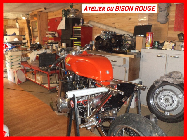 EGLI CB 750 BISON ROUGE Dsc09212