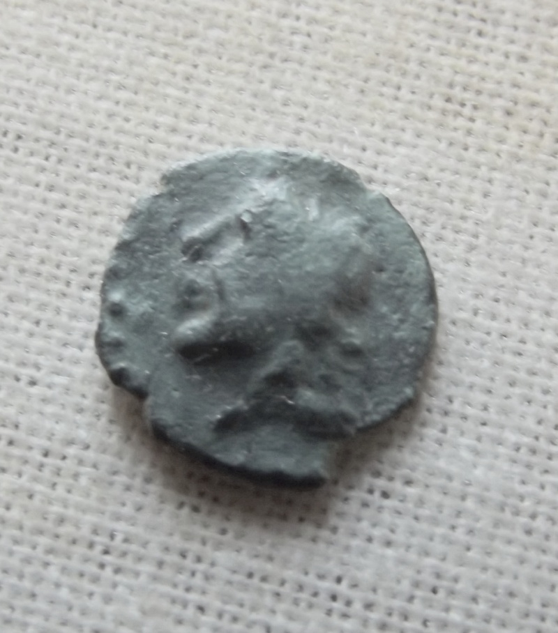 un de mes plus petit bronze a définir  Sa210