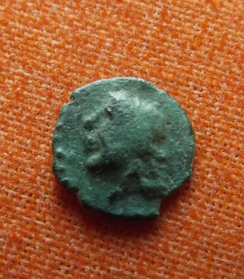 un de mes plus petit bronze a définir  Sa410