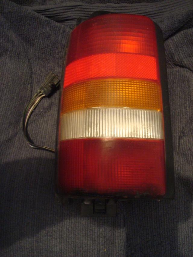 Cherche feu AR droit pour un S2 : TD SE de 1995 Dsc09513